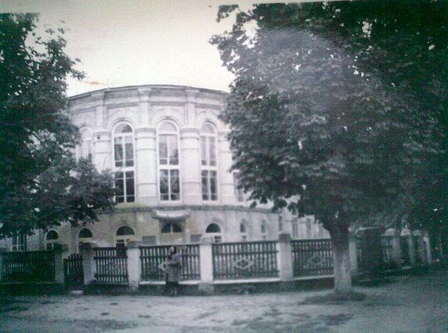 Будинок дитячої та юнацької творчості (на той час - середня школа №4)