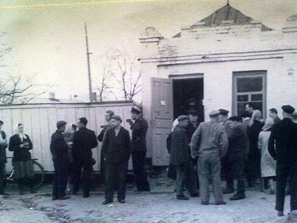Пивний ларьок на вулиці Шевченка (будівля збереглася досі, розташована на автобусній зупинці біля Собору)